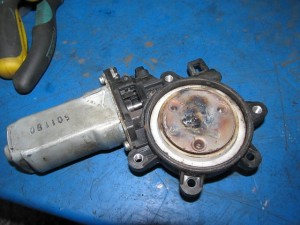 мотор стеклоподемника моторчик двери субару