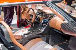 кресла Koenigsegg Regera