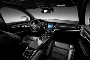 приборная панель Volvo R-Design