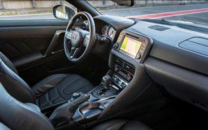 Nissan GT-R панель
