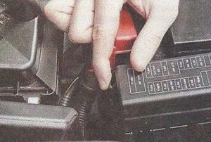 Nissan Primera P12 фиксатор